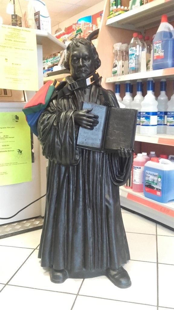 Luther in der Tankstelle (Large)